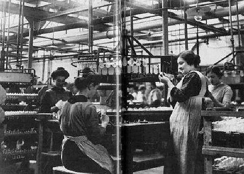 Arbeidsters Philips gloeilampen rond 1900 Ingestuurd door Jeanne Albers