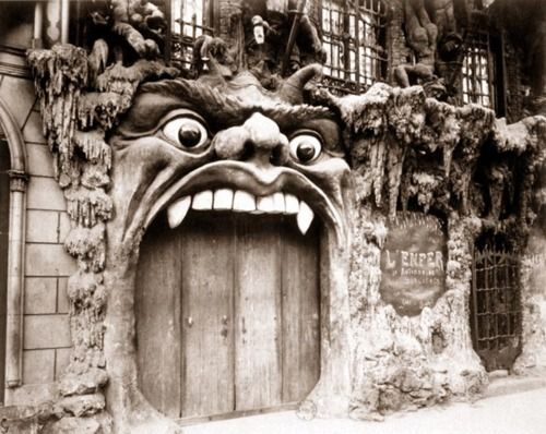Eugène Atget / Cabaret de L'Enfer, boulevard de Clichy / Entre 1910 et 1912