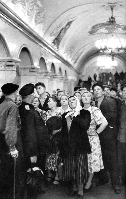 Subway, Moscow, USSR, 1954, by Henri Cartier-Bresson. #photography #black and white #classic