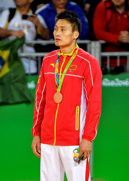 #RIO2016 Under 90kg bronze medallist Xunzhao Cheng of China stands respectfully during the Japanese national anthem on day 5 of the 2016 Rio Olympic Judo...