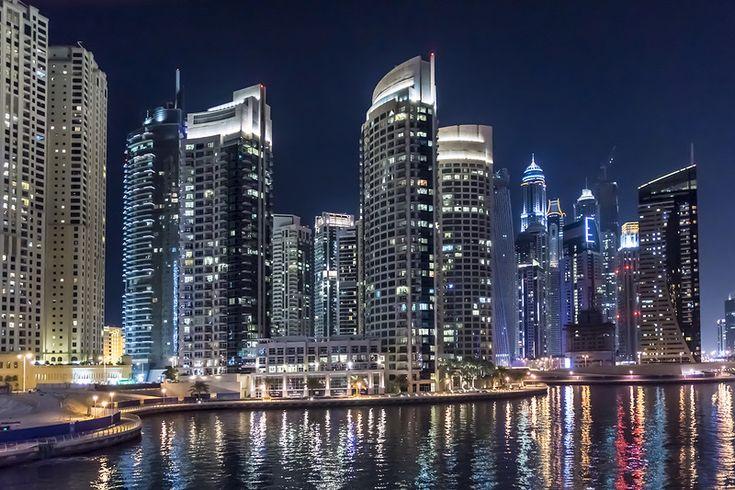 Дубай Марина - новый район города, раскинувшийся вдоль рукотворного 3 километрового канала, вырытого паралельно Персидскому заливу.