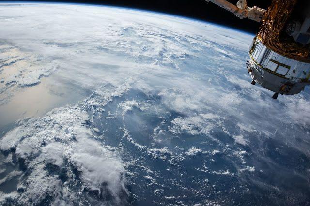 Lengkungan Bumi, Kredit: Pexel   Permisi saya mau tanya, Kenapa bintang dan planet bentuknya bulat? Apakah semua planet atau bintang di...