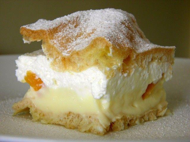 Ovocné Karpaty s vanilkovým a tvarohovým krémem.