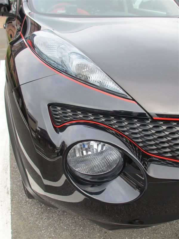 #Nissan #Juke with red pinstripe