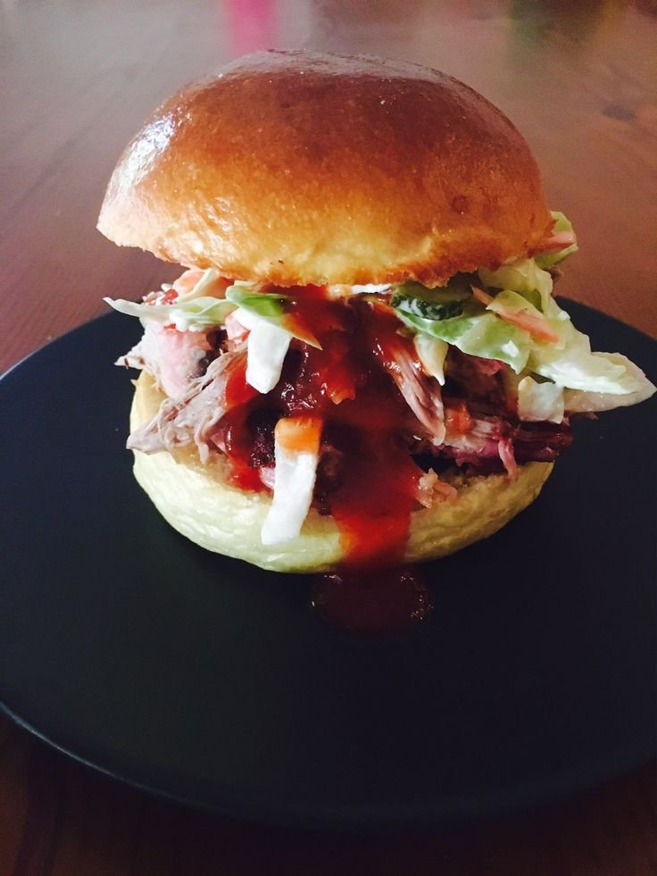 pulled pork and slaw burgers