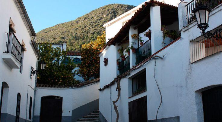 Linares de la Sierra. Place du village