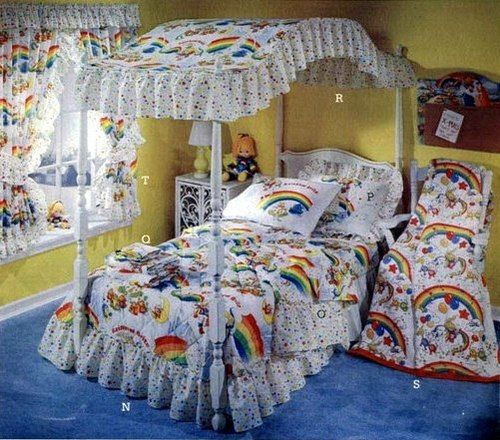 Totally had this Rainbow Brite bedspread as a kid!  Alas, the only thing that's left is one very faded pillow case.