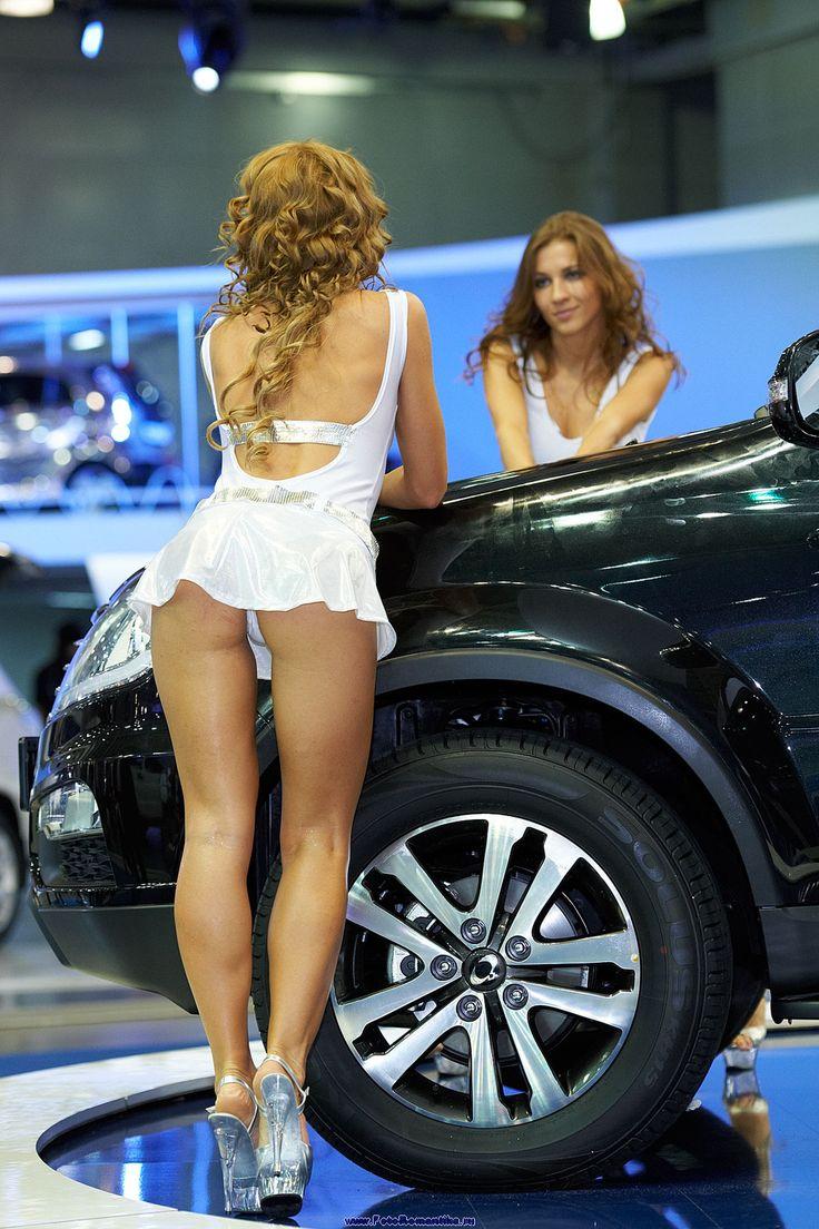 Фото под юбками выставках на авто