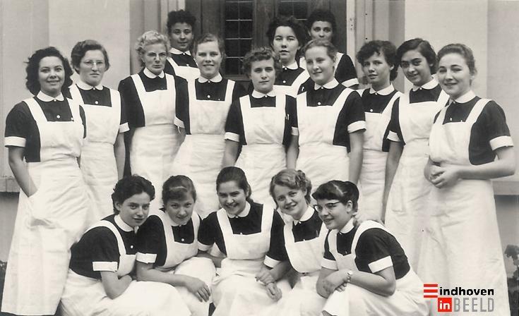 Verpleegsters in opleiding. De foto toont verpleegsters in opleiding van het R.K. Binnenziekenhuis in Eindhoven.