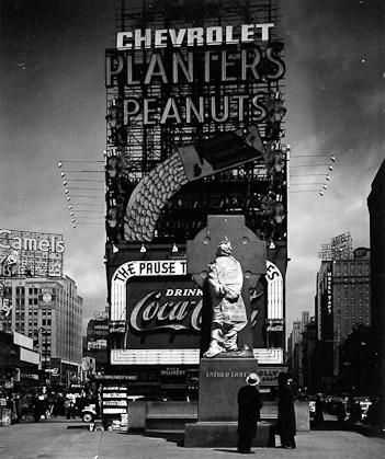 Peter Sekaer - New York City, Times Square, c. 1935