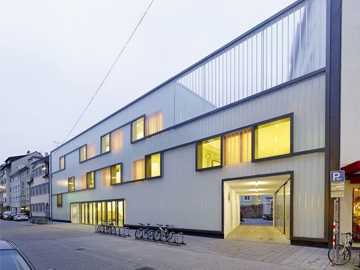 Fichte-Gymnasium Grammar School  / netzwerkarchitekten