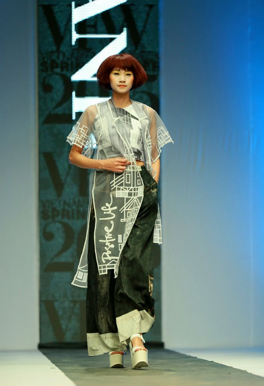 Vietnam Fashion Week SS15 - Ready to wear. Designer: Minh Hanh. Photo: Nguyen Thanh Dat