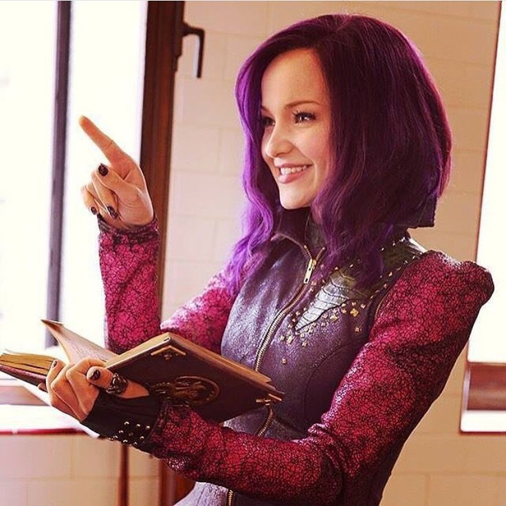 """""""Who wants to see more Mal's story? if you want like a #Descendants2 comment that you want one under all of @disneychannel and @disneychannelpr pictures.…"""""""