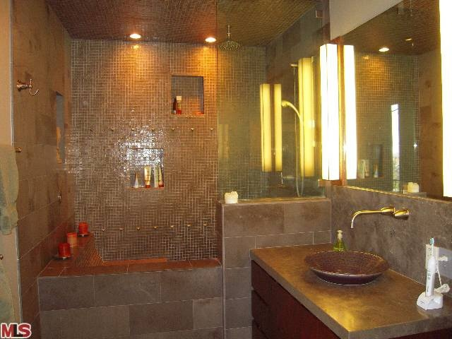 Soaking Tubs With Shower