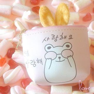 After enjoying lots of pink marshmallows, @love_me_bear_blog 's adorable Rabi-Dango from the September box went to take a nap inside the Kawaii Animals coin purse! Soooo cute! 🐰💖✨ #kawaiibox #kawaii