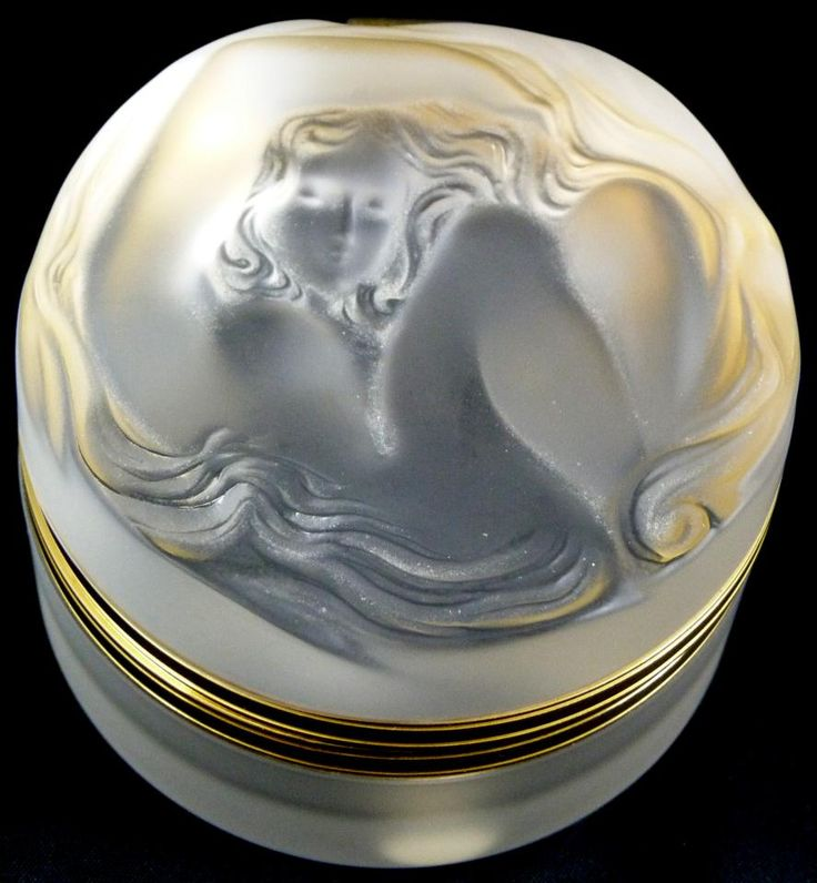 Rare Daphne dresser crystal hinged-box by Rene Lalique