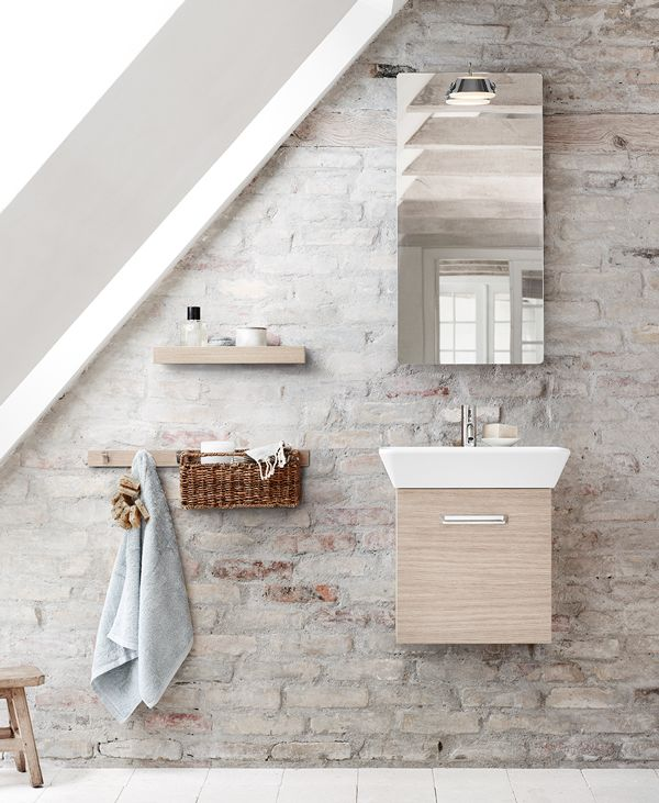 Gable roofs or sloping walls? Use Calidris furniture, washbasins, mirrors and accessories to complete the functionality.