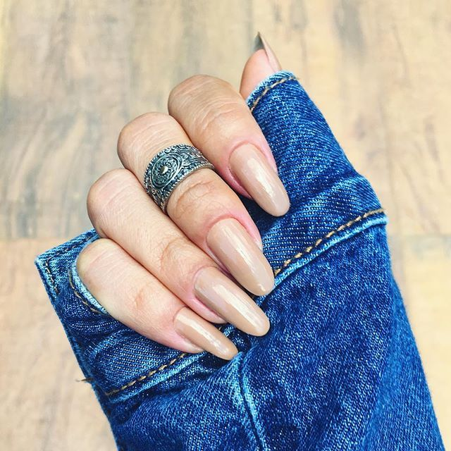 Nude long round nails / Manicure unhas longas arredondadas por Dalila em Fúra 2016/2017