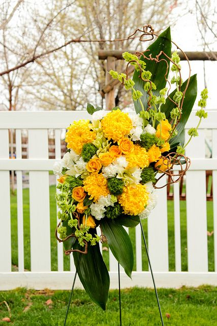 bloomstreetfloral.com funeral spray