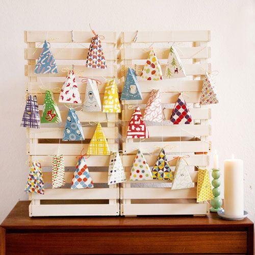 Bunter Adventskalender mit Papierschachteln