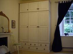 Hand made bespoke wardrobe - www.woodenwardrobe.co.uk