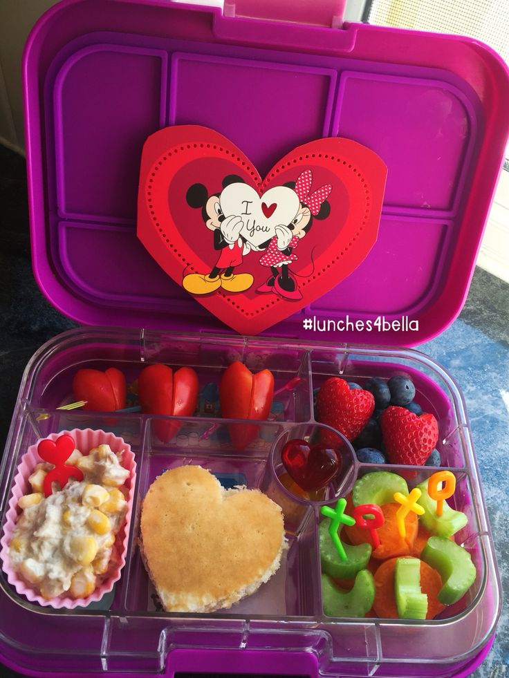 #lunches4bella valentines inspired bento lunch in a Yumbox