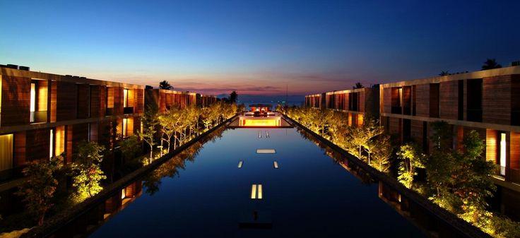 Hotel de la Paix - Lobby Reflective Pond