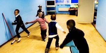 Ett folk med tusenårig historia håller på att gå under. Mitt ibland oss. I Göteborg år 2007. Högt på listan över skyldiga står somaliska pappor som överger sina familjer.
