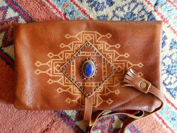 Blague à tabac ethnique en cuir véritable & Lapis Lazuli -Motif de tatouage au henné baloutche pakistanais - Fait main, couleur marron