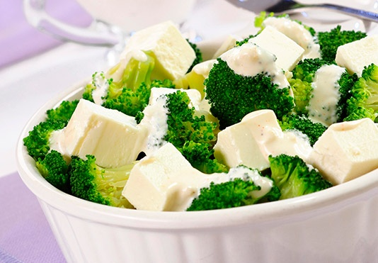 Sałatka z brokułów i fety/ Salad with broccoli and feta, www.winiary.pl