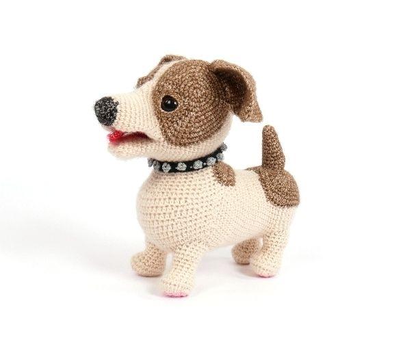 Het volgende boek dat jullie van mij mogen verwachten is het eerste Woeffies haken boek.In dit eerste boek komt de Jack Russell.Ik ga zeker nog meer honden-rassen ontwerpen maar het is nog niet duidelijk of er per deel een ras in komt of dat ik ga bundelen. In deze versie van de Jack zit in ieder geval een variatie aan toevoegingen als:- voerbak met kluifjes- hondenhok- hondenmand met kussen- koptelefoon- spikes halsband- bloemen met rugmandjes- hoge hoed- bril- verschillende dasjes…