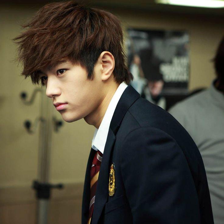 Shut Up Flower Boy Band (2012) : Infinite L (Myung-soo) as Lee Hyun-soo (guitarist)