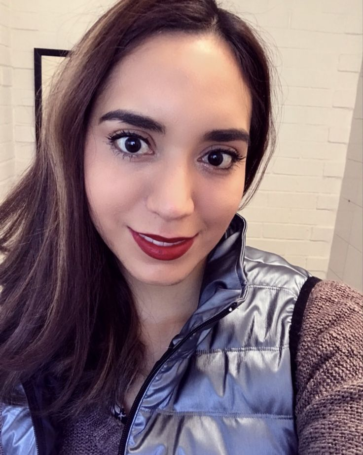 estoy usando makeup  de younique😍  🌸Rímel 3D lashes  🌺Base líquida taffeta  🌼Corrector skin perfecting tono velour 🌻Delineador de labios tono primal-rojo 🌹Lápiz labial tono rojo cereza oscuro 🌷Rubor tono sweet 💐Bronzer tono sunset   Tienda 🛍https://www.youniqueproducts.com/AdrianaT/products/landing #younique #makeup #cosmetics #skincare #youniquemexico #youniqieespaña #youniquebyAdrianat #beyounique