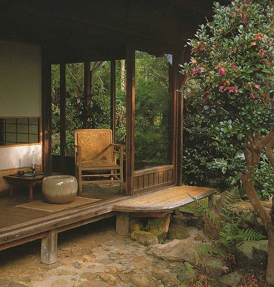 Japanese or Japanese style garden patio. And thanks to Petrus Paulus's Gallery (Ryokan) on Picassa and to @Barbara-Rose Pierre Paul for pointing it out to me