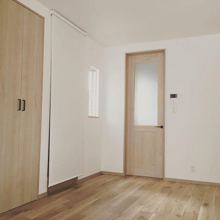 床  ⁎  イクタのナラ樫というフローリングです  ⁎  無垢にも憧れたけどこれはこれで◯  ⁎  建具のメープルとも相性良くて気に入ってます  ⁎  #床#フローリング#イクタ#ナラ樫#マイホーム#建売#建売住宅