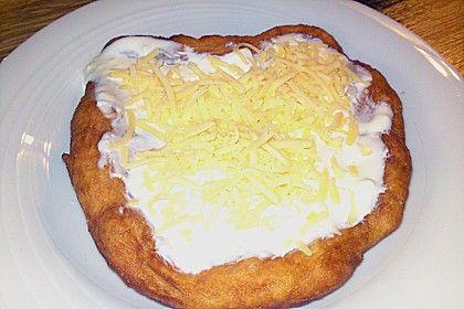 Ungarische Langos mit Knoblauchcreme und Käse (Rezept mit Bild) | Chefkoch.de