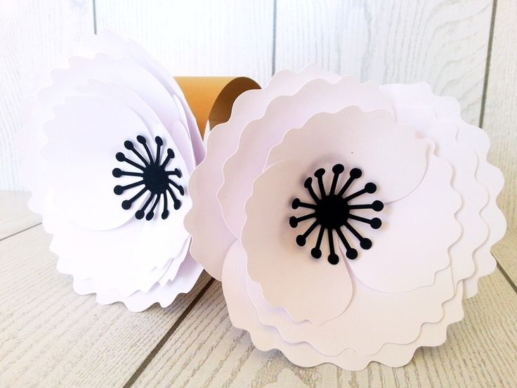 Set 25 legatovaglioli con fiore in carta  di NozzeperPassione. Decorazioni e articoli per matrimoni ed eventi. su DaWanda.com