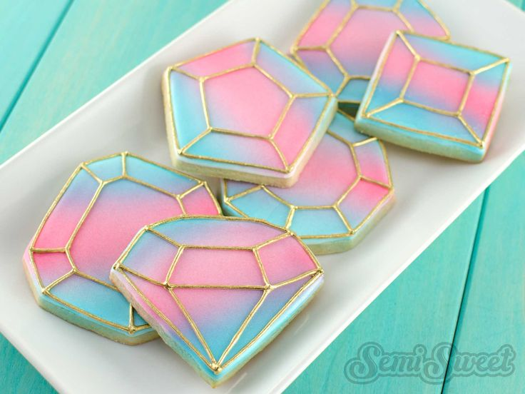 Create simple, yet stunning gemstone cookies. All you need is an airbrush and gold luster dust. This step-by-step tutorial shows you how.