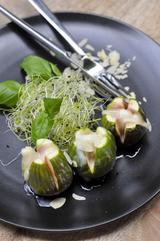 Fig with gorgonzola and honey :) @werandalunchandwine #lunch #starter #fig