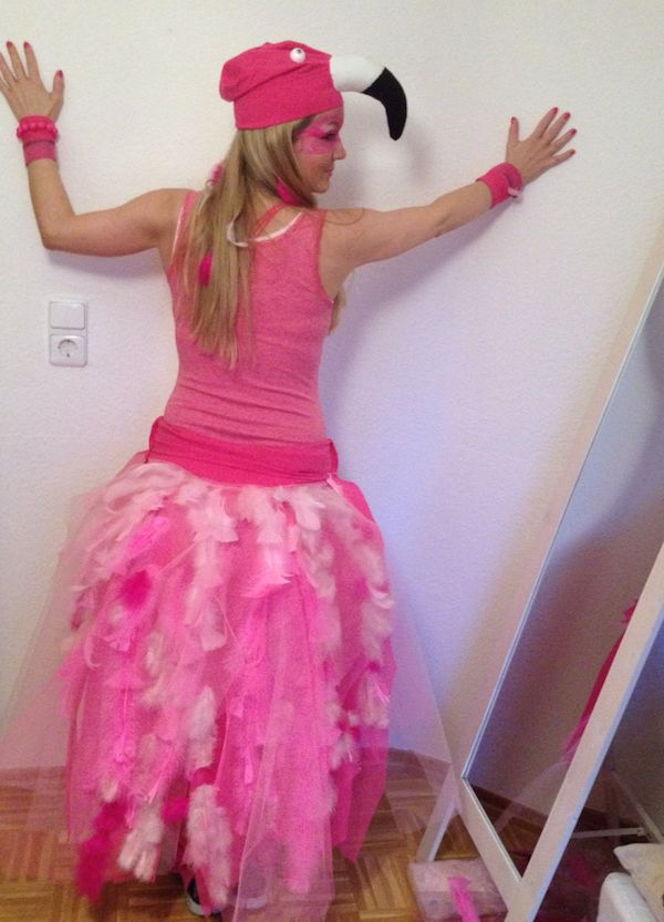 Make flamingo costume yourself: simple DIY ideas