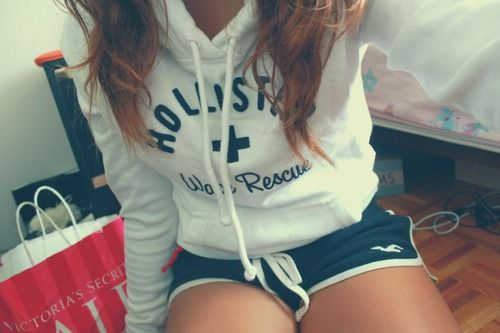 Hollister♥ Lounge Outfit~White Sweat                    Shirt shorts