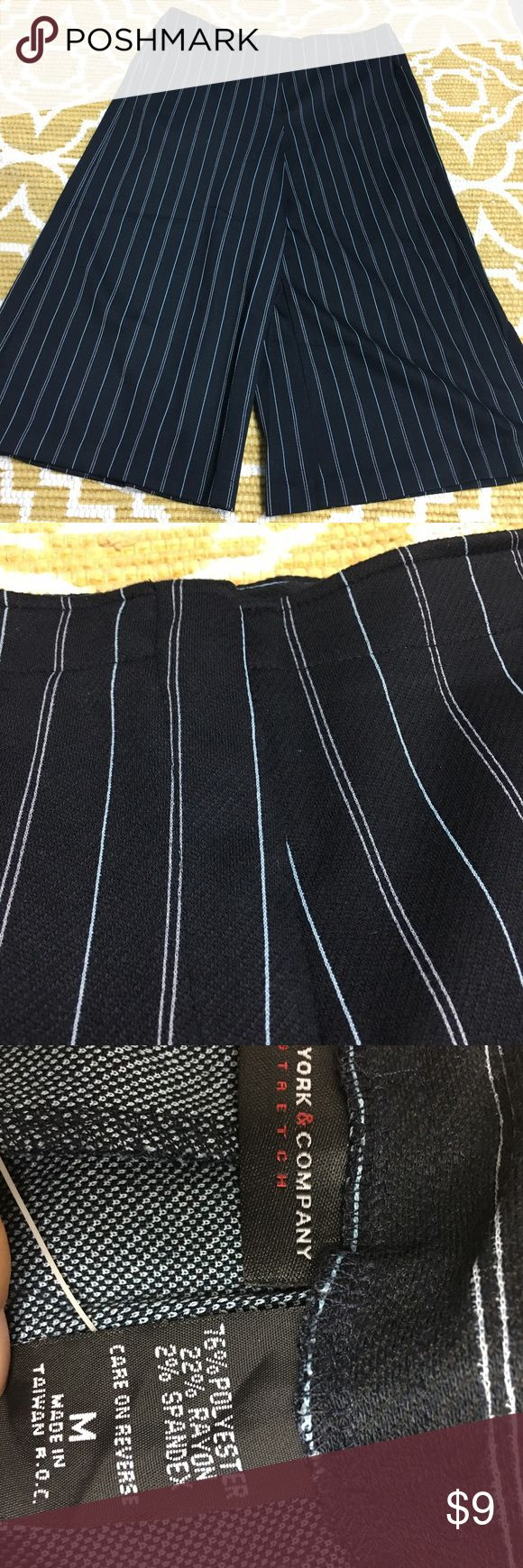 NWOT Med Wide Leg NY&C Capri Trouser NWOT NAVY Pinstripe Med Wide Leg NY&C Capri Trouser New York & Company Pants Capris