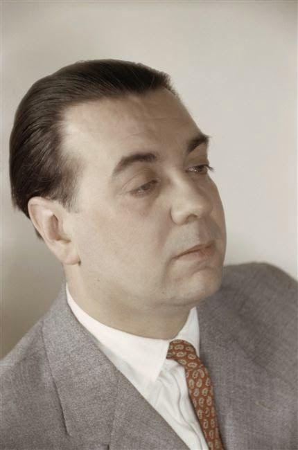 Jorge Luis Borges: Nueva refutación del tiempo http://borgestodoelanio.blogspot.com/2015/01/jorge-luis-borges-nueva-refutacion-del.html Foto: Borges 1943 por Gisèle Freund - RMN Fr
