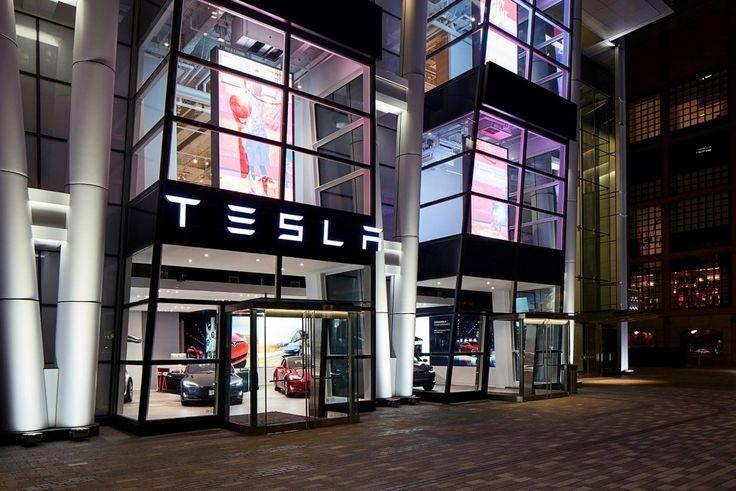 Elon Musk, CEO di Tesla, è così sicuro delle caratteristiche di sicurezza dei suoi veicoli che ha cominciato ad offre ad alcuni clienti delle assicurazioni vita nel pacchetto di manutenzione al momento dell'acquisto. Niente più bollette delle assicurazione mensili e nessun costo di riparazione inaspettati. La notizia è stata lanciata Mercoledì e i dirigenti Tesla credono di essere estremamente qualificati …