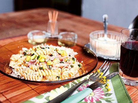 Pastaskruvar med italiensk skinka och ägg | Recept från Köket.se