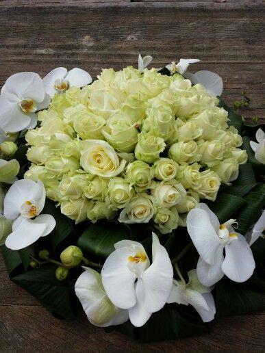 Biedermeier rouwstuk met orchideeën