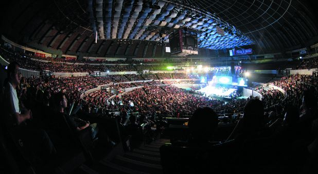 """Victory Church in the Philippines has grown almost 25 percent each year for the last 12 years and now tops 62,000 members. But at the core of this exciting move of God is a simple, """"small"""" concept: discipleship."""