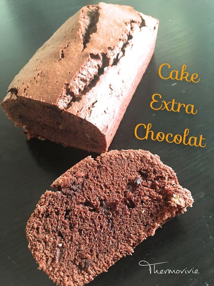 Une grosse envie de chocolat qui ne veut pas passer depuis plusieurs heures.. C'est décidé je file en cuisine pour me faire rapidement un cake moelleux, croquant avec des amandes et surtout avec des éclats de chocolat..  C'est fou comme ça peut faire...
