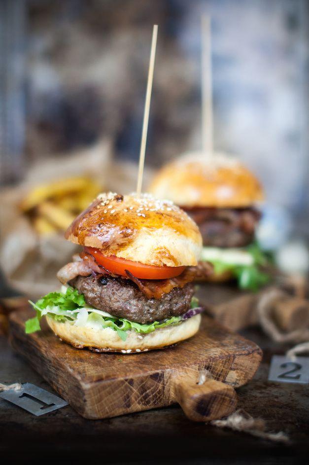 http://zmyslowoprzezswiat.blogspot.com/2015/03/najsmaczniejsze-domowe-burgery-kuchnia.html