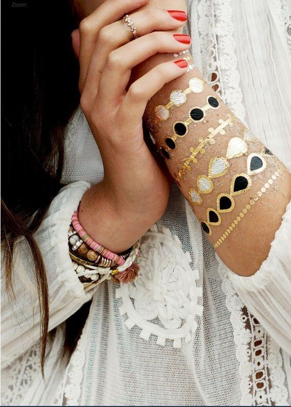 There are options for those looking for faux jewelry | Rock The Metallic Temporary Tattoo Trend